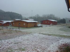 3.12.2011 - poprvé pokryl sníh střechy