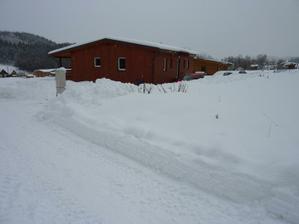 22.1.2012 Huráááá! Zima je tu! Takový sněžný prasátka, jako jsme my dva s manželem, si konečně přijdou na svý :-))