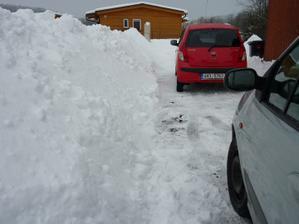 Manželovo hobby - odhazování sněhu - jde mu :-)