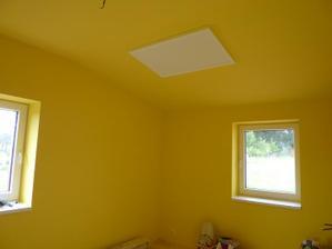 Topný panel na stropě
