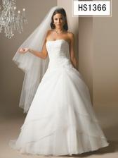 nádherné šaty značky Essence