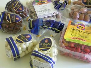 naše nakoupené mandličky - budoucí dárečky pro svatebčany