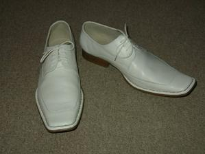 ženich bude mít taky bílé boty - budeme skvěle ladit