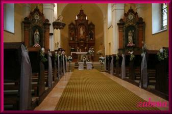 realita - náš krásně vyzdobený kostel, škoda, že nejdou vidět všechny ty nádherné kytky