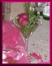 realita - růžička ve skleničce