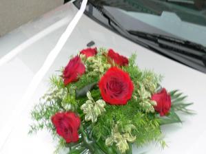 kytice na autě