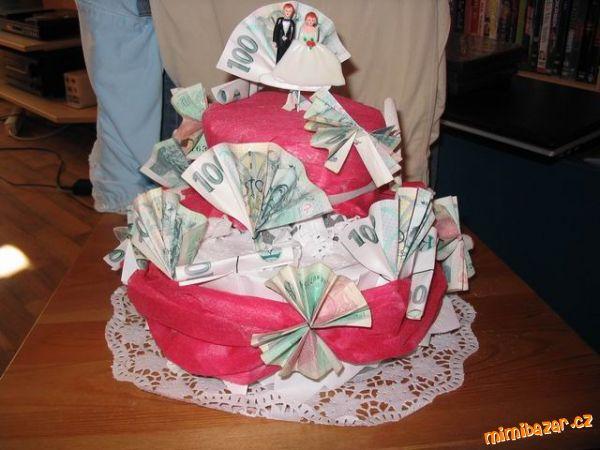 Originálně zabalené peníze jako dárek - dort