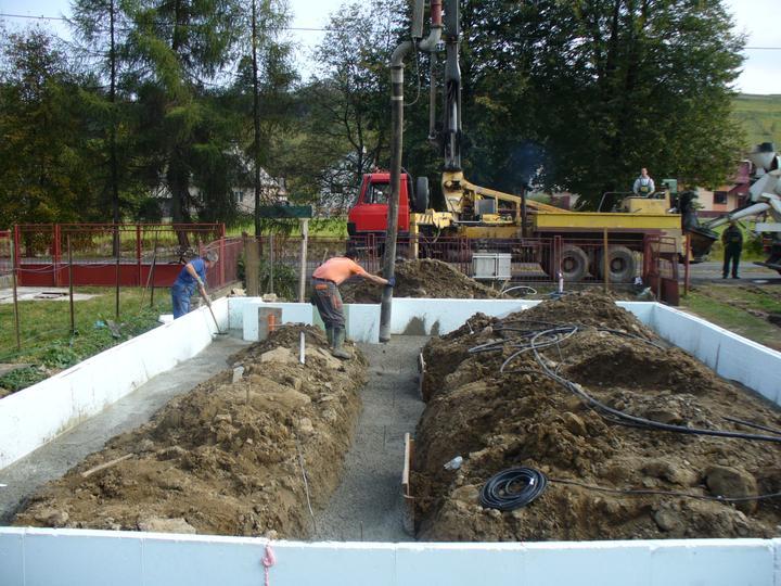 Zaciname...pokračujeme... - 17 kubikov betonu na prve betonovanie