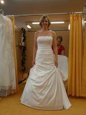 Šaty č. 1 - bílé - více zdobené.