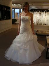 Šaty č. 9 - krémové - bohatá sukně.