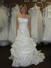 Šaty č. 12 - krémové - asymetrický dekolt.
