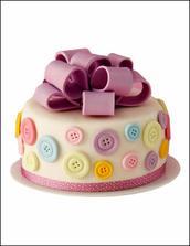 Úžasně barevný a hravý dort.