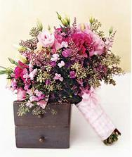 Růžová, trošku smutnější kytice.