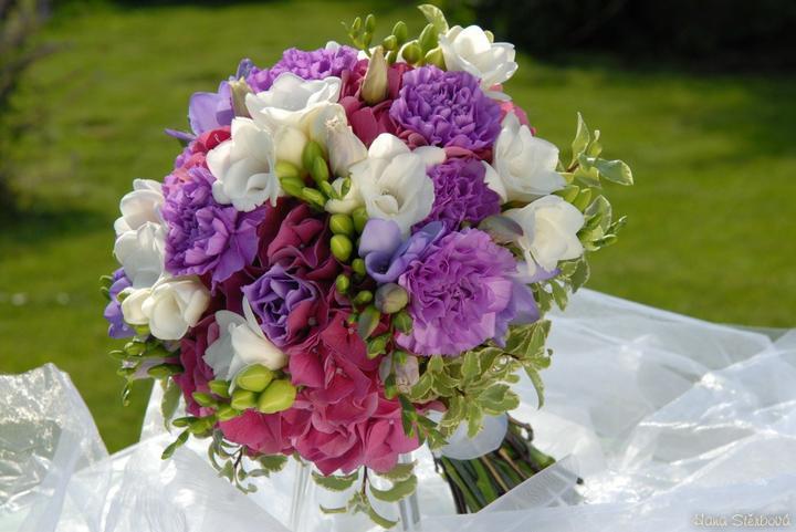 Co už mám - Skoro jako moje kytice - místo těch fialových kytek budou růžové mini gerbery.