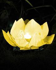 Druhý typ lampionu přání - pouštět budeme na hladinu rybníka.