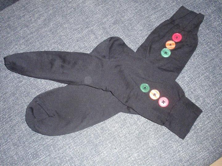 Co už mám - Ponožky s vlastnoručně našitými knoflíčky pro ženicha :-)
