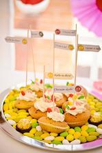 Svatební mandličky a muffiny.