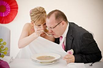 Á, Vaškovi polévka moc nejede - nebo, že by byla moc horká?