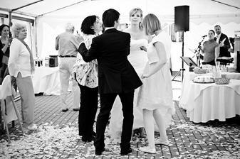 Černobílý tanec.