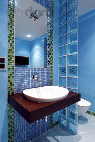 Inšpirácie do novej kúpelky - Priečka bude presne takáto, dva stĺpce sklobetónu