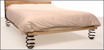 odpružená posteľ