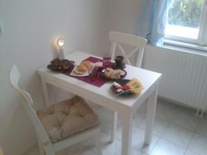 hostina při uklidu a skládání nábytku