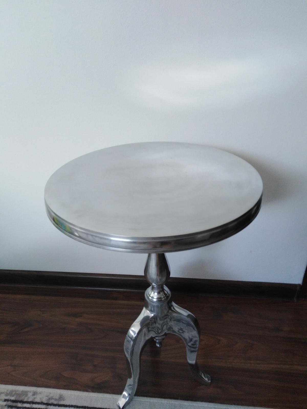 Elegantný stolik - Obrázok č. 1