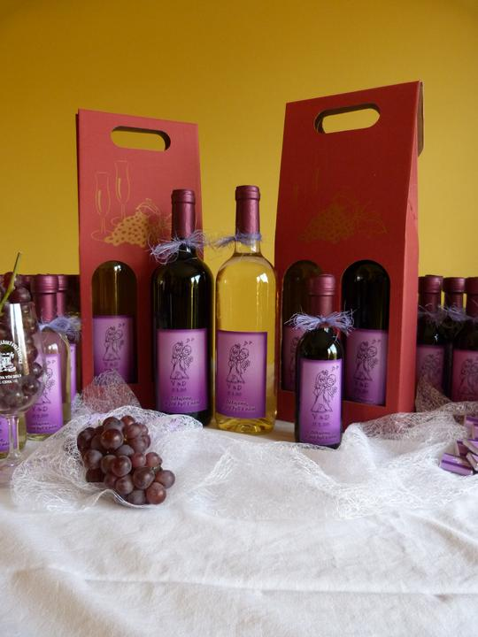 Vína, minivína, čokoládky s originální etiketou - Obrázek č. 4