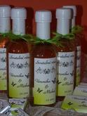 jedna z našich standartních svatebních etiket, vína doladěna na svatbu v barvě jablíčkově zelená v kombinaci s bílou