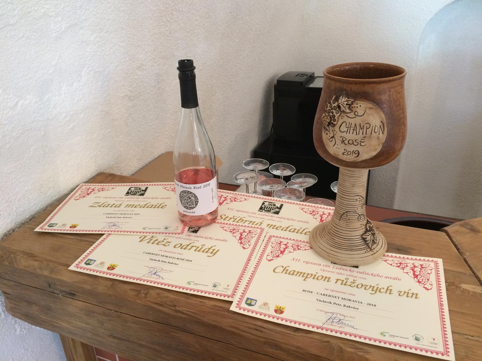 Svatební vína a minivína - vína, která plníme do Vašich svatebních minivín jsou vskutku skvělá