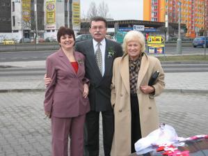moje maminka,strejda a teta (zleva)