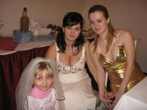 moje sestra ve zlatém a sestřenice v růžovém