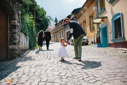 Adri{{_AND_}}Andre - Moja krásna neterka-družička pri výstupe ku kostolu