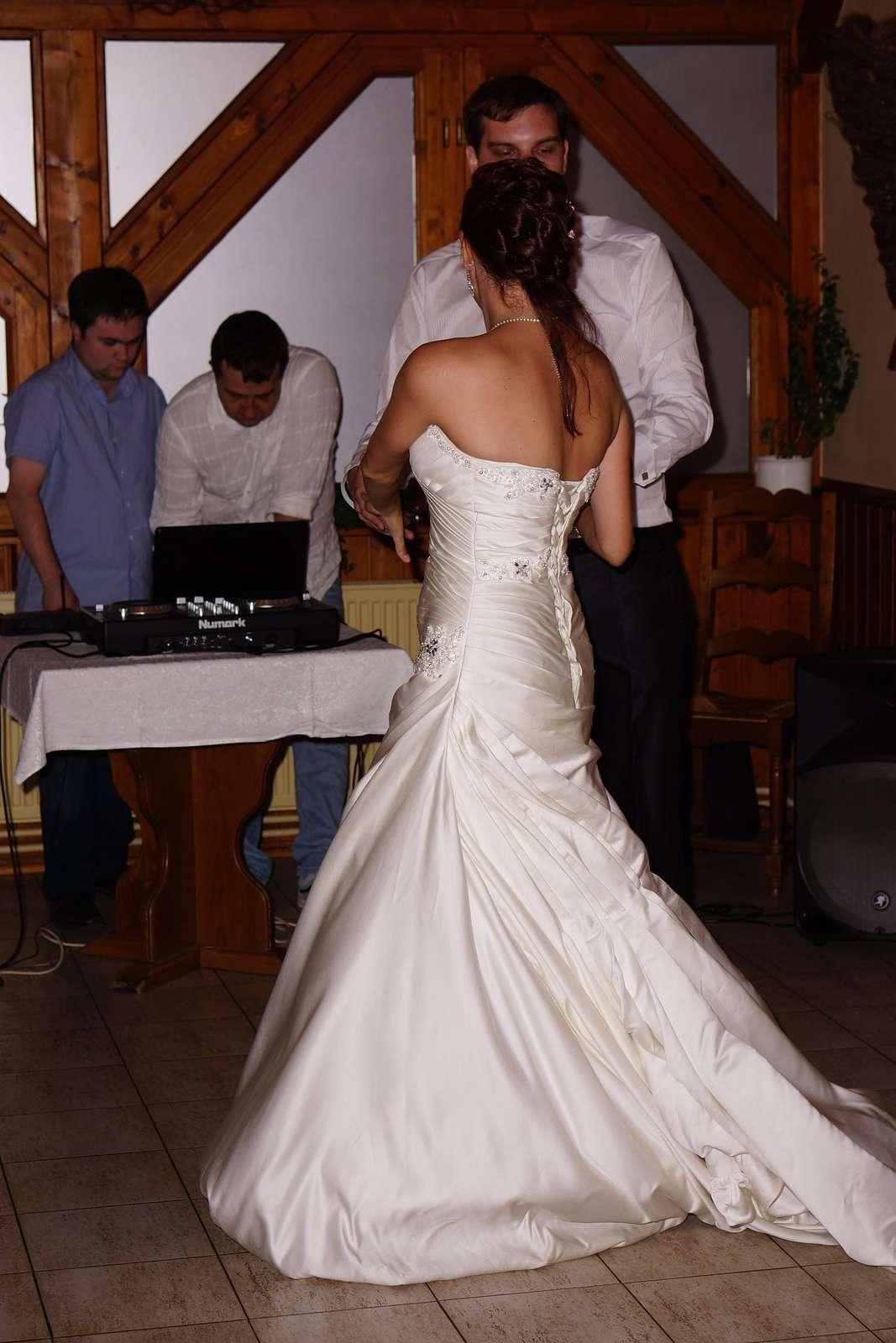 Ručně vyšívané svatební šaty vel. 36-40 - Obrázek č. 2