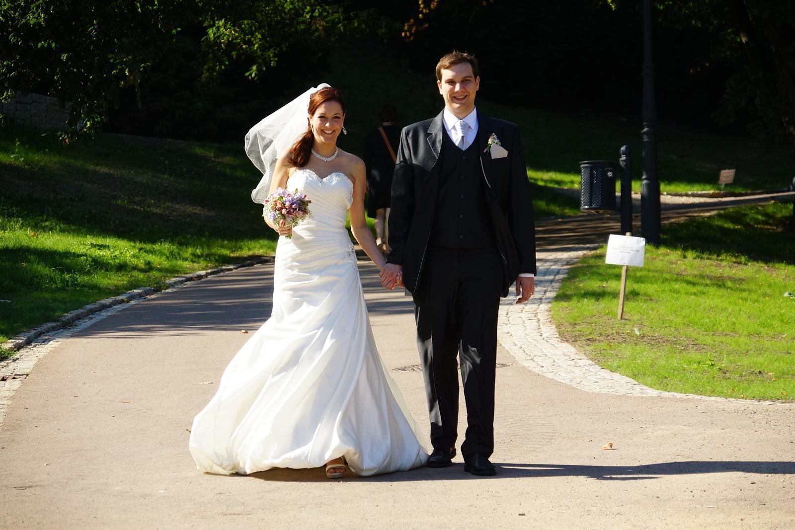 Ručně vyšívané svatební šaty vel. 36-40 - Obrázek č. 1