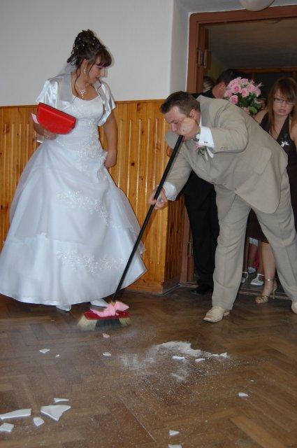 Veronika Ondrušová{{_AND_}}Andrej Klimo - a už sa zametá