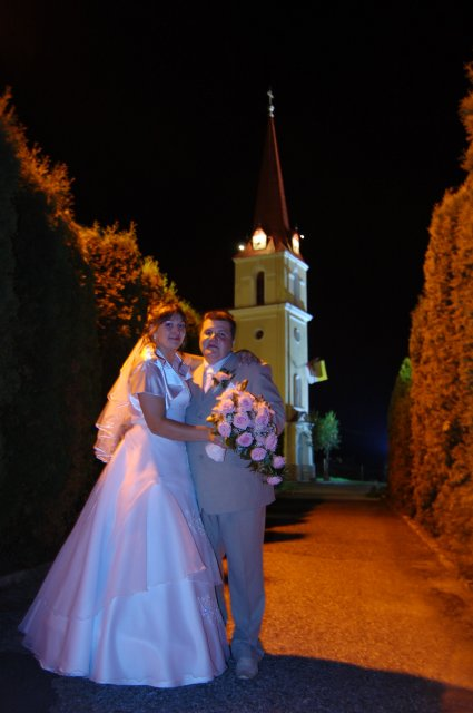Veronika Ondrušová{{_AND_}}Andrej Klimo - nočné fotenie pri kostole