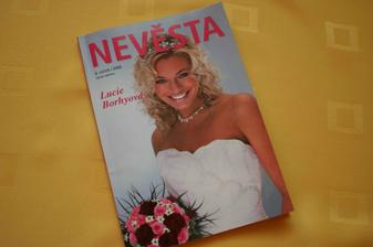 Inspirovala jsem se i v salónu v Ostravě, kde proběhl víkend pro nevěsty. Dostala jsem zdarma inspirativní časák.
