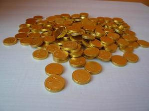 ...  čokoládové penízky na stole nesmí chybět  ....