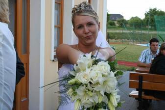 Moje vysněná svatební kytice, lilie a bílé růže.