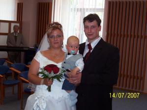 novomanželé se synem