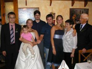 babi děda a jejich vnoučci a pravnučka