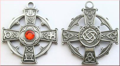 Tento keltsky kriz budu mit na krku...nasim konickem je geocaching, proto jsem si ho vybrala...bude jak krasnou ozdobou a doplnkem saty, tak muze netradicne zacit jeho putovani po svete...