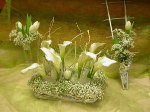takúto podobnu ikebanu budeme mať na svadobnom stole