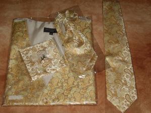 vesta, kravata, knoflíčky i kapesníček - doma :-)