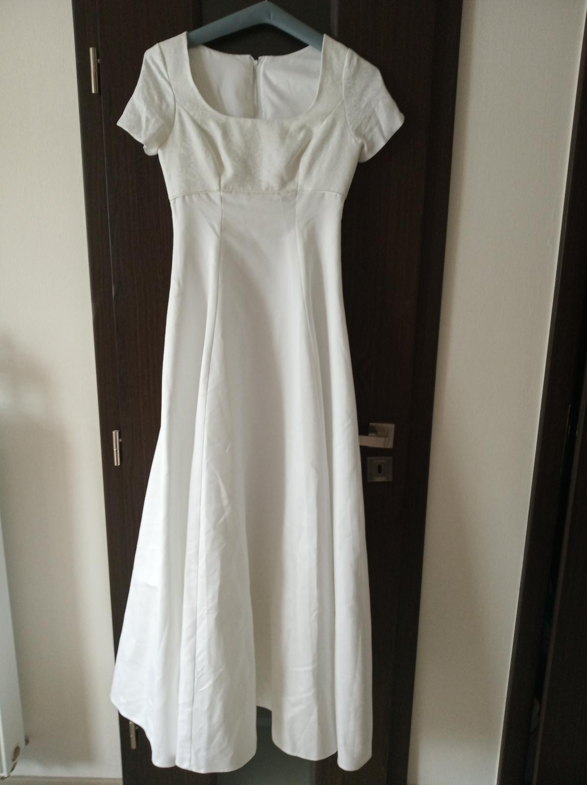 Svatební šaty s jemnou krajkou - Obrázek č. 1