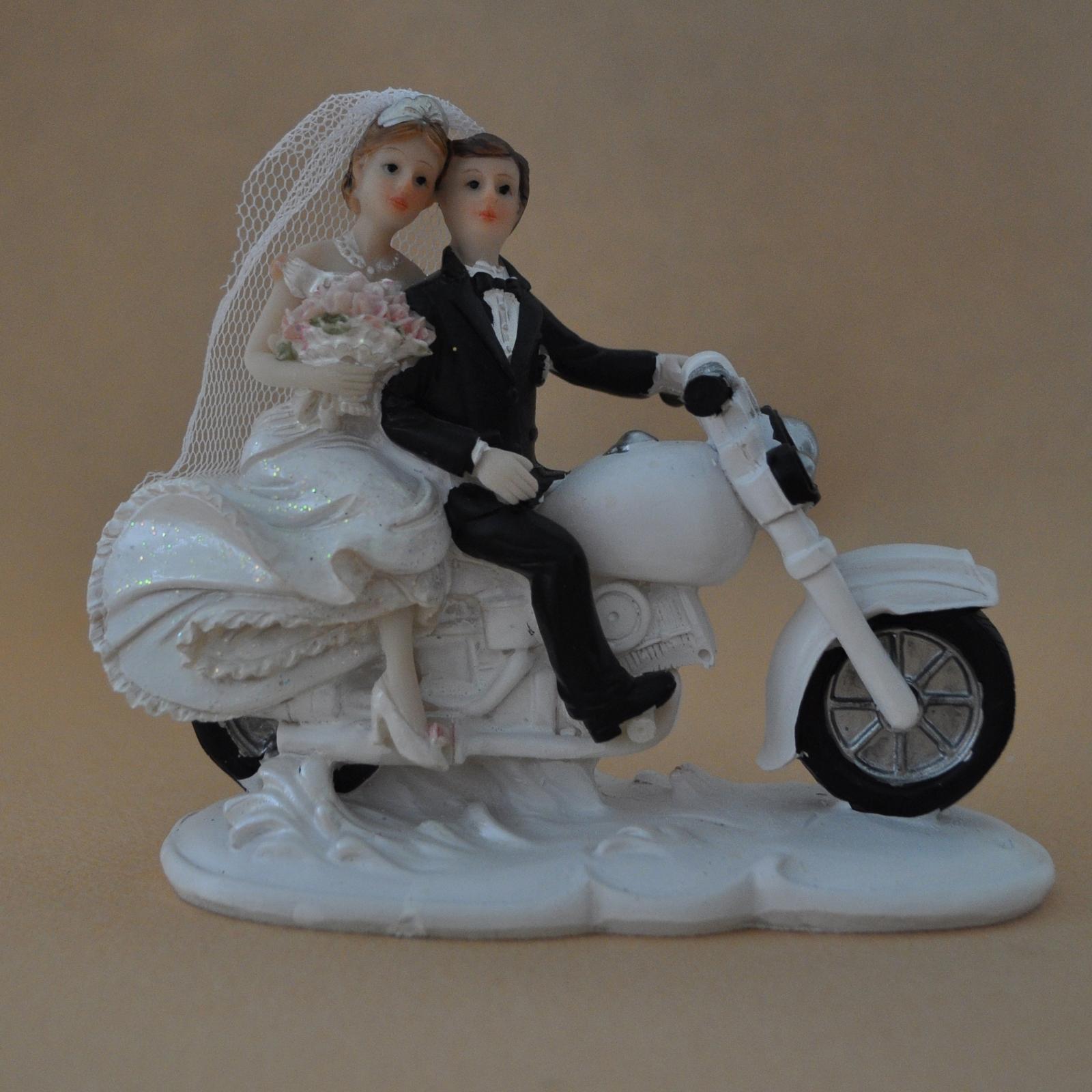 Napady na svadobne figurky - Obrázok č. 2