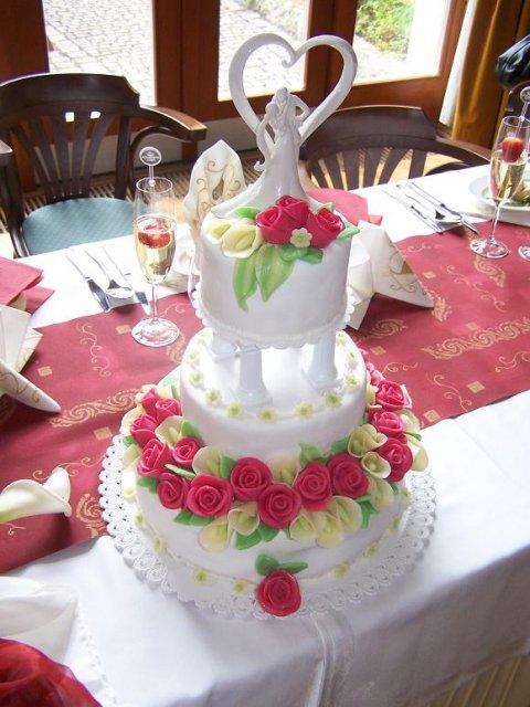 Svatební dort nám pekla paní Šrámková z Mileč