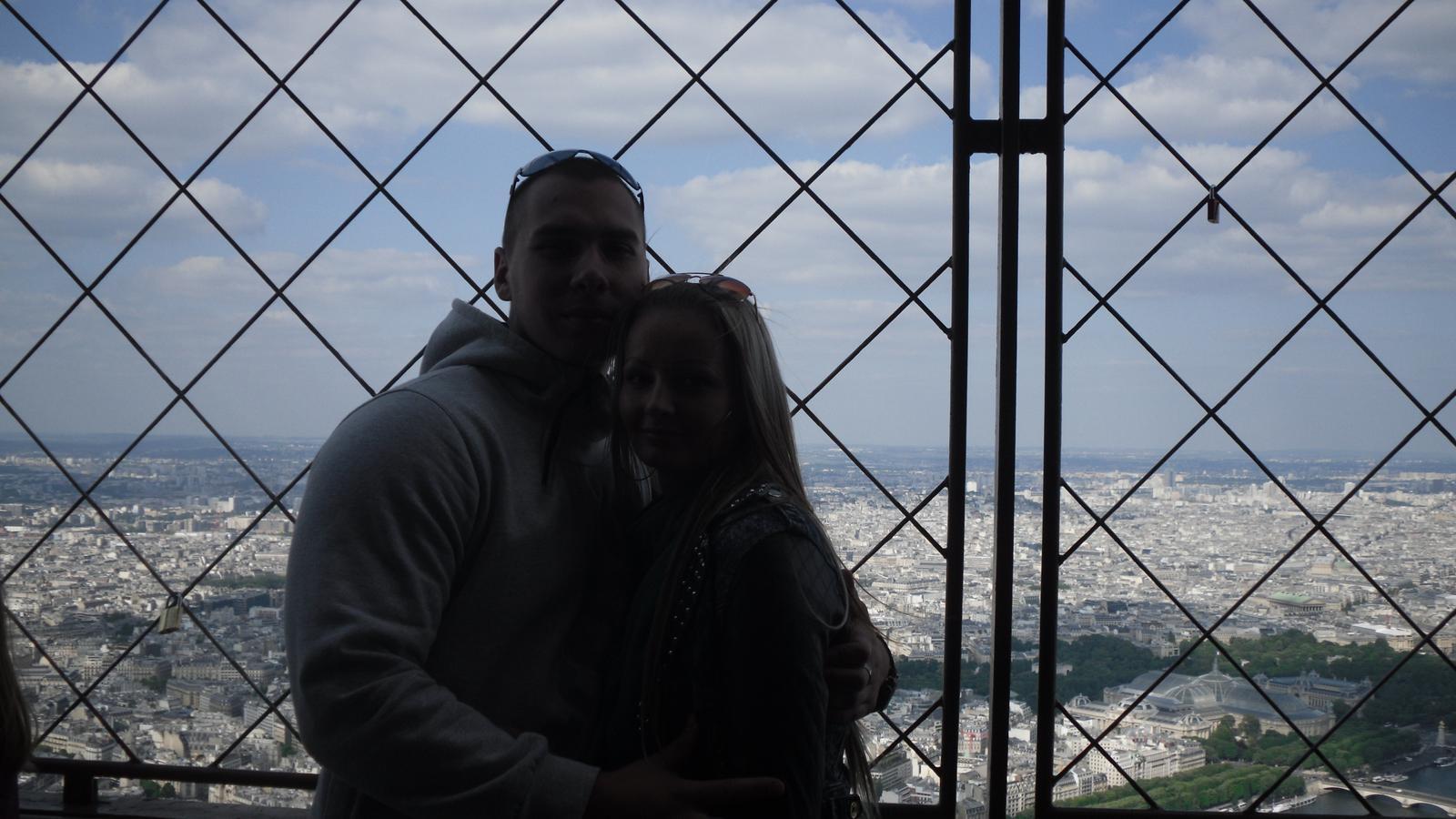 Zásnuby v Paríži 3.5.2014 :) - Na najvyššiom poschodí na Eiffelovke ma moja polovička požiadala o ruku dňa 3.5.2014 :-*