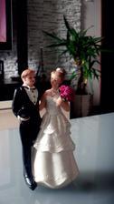 Už máme aj postavičku na svadobnú tortičku ;)